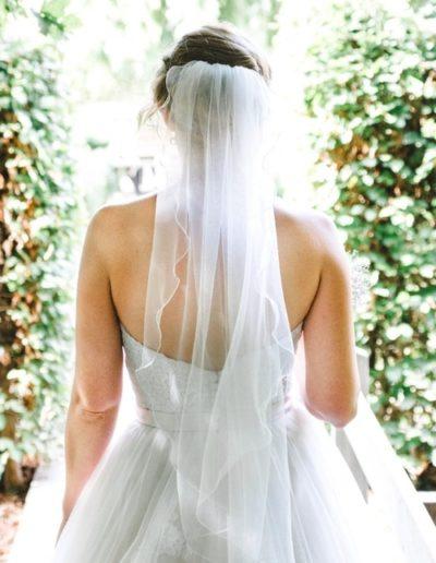 5c604fcc050ea329aea89ee3_Frau in Hochzeitskleid-p-500